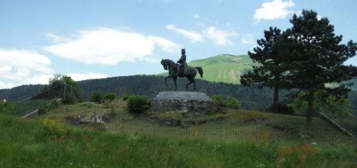 Statue de Napoléon à cheval sur le site de la Prairie de la rencontre route Napoléon