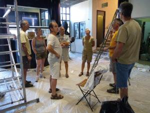 Travaux de peinture du hall de La Mure Cinéma théâtre par les bénévoles de l'association LMCT